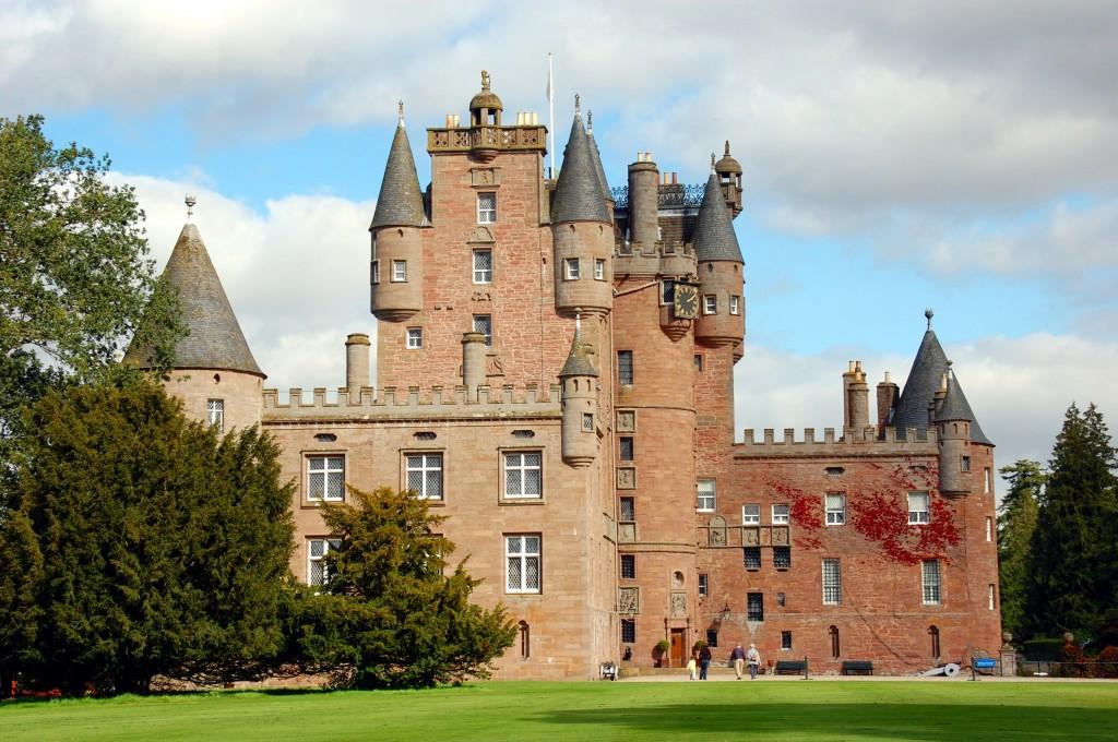 shutterstock_Glamis Castle
