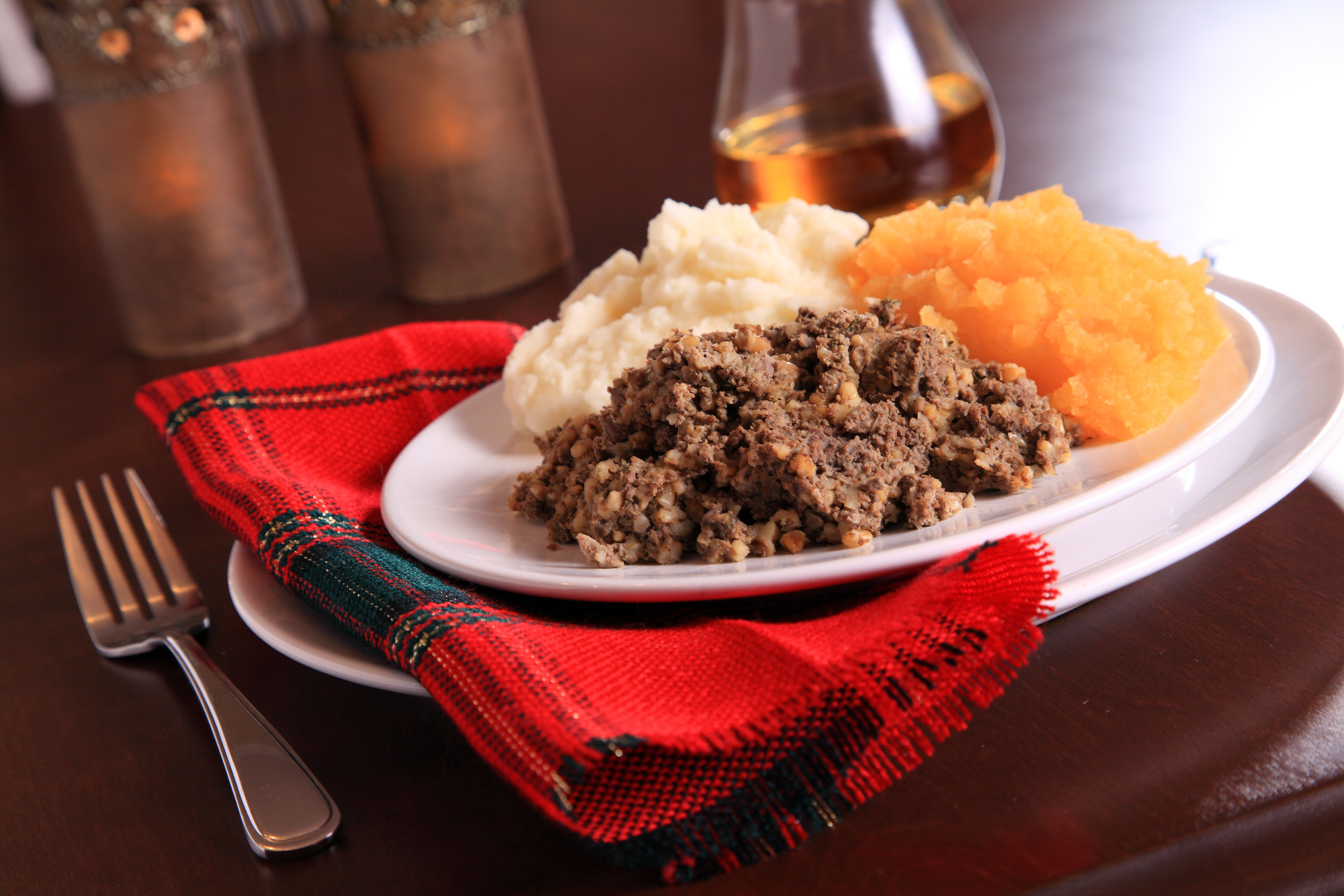 haggis scottish burns night supper table tartan scotland drink dinner stuart setting royal traditional shutterstock napkin guide traditions breakfast celebrate