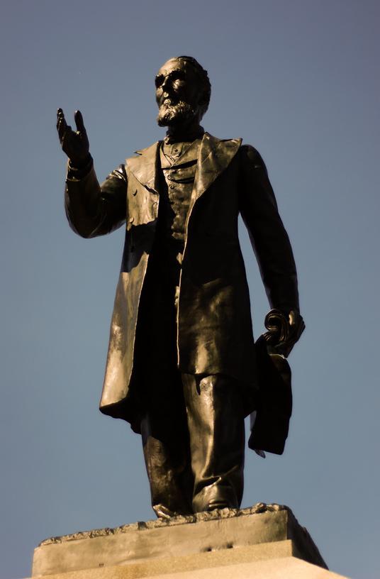 Alexander_Mackenzie_Statue